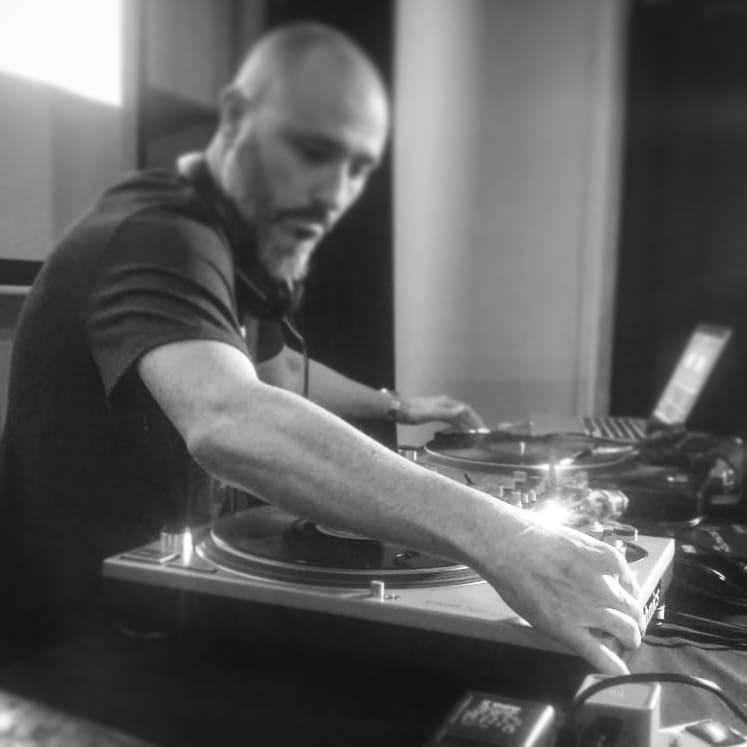 DJ Chavez: «Cuando doy en el clavo con el sonido, es una sensación maravillosa, es la magia del sampling»