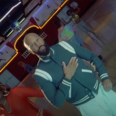 """Common lanza el visual de """"What Do You Say (Move It Baby)"""" junto a PJ"""